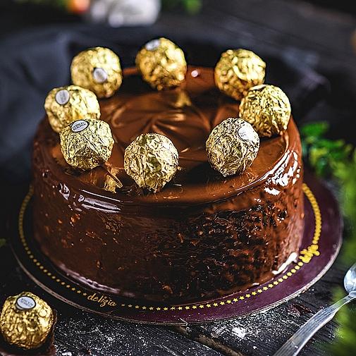 2.5 lbs Ferrero Rocher Cake from Delizia