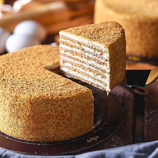 2.5 lbs Honey Cake from Delizia