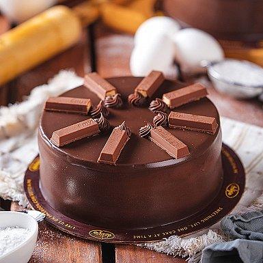 2.5 lbs KitKat Cake from Delizia